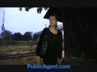 Blondin tonårs fucks offentlig agent