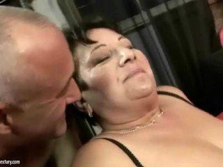 Resnas vecmāte enjoys nejaukas grūti sekss