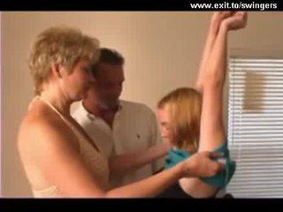 Két nő egy férfi párcserélő trio -val érett anya és tini videó