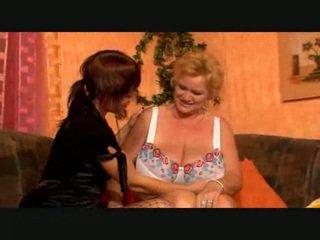 Velika breasted lezbijke babi