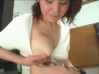 Japán anya breastfeading videó