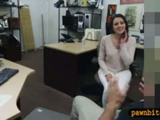 Customers 妻子 性交 由 pervert pawnkeeper 在 该 幕后