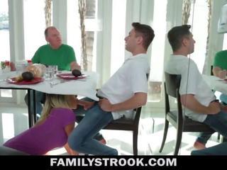 Ibu tiri video - berpayu dara besar langkah ibu fucks anak