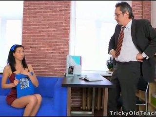 Viejo tutor gets polla loving acción