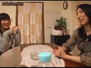 युवा वाइफ और युवा मां in-law दृश्य 1(censored)