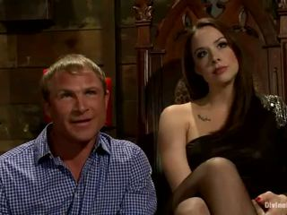 Male has moth sitting ir python sėdėti onto plus pegging iki chanel preston
