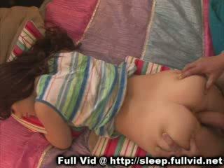 Спящ тийн на лицето