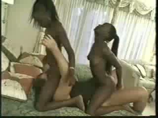 Africa 雙胞胎 性交 同 1 men
