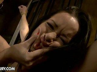 मेच्यूर चिक torturing एक हॉट बेब साथ डिल्डो