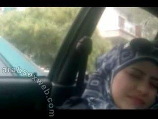 Dulce arab în hijab masturbating-asw960