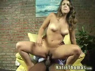 Katie gets slammed 由 一 黑色 guy