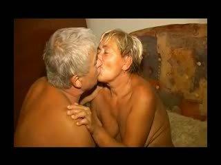 Gemuk lusty perempuan tua gets dia berbulu alat kelamin wanita licked dan kacau r20