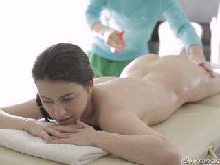 18 virgin جنس - 18 عام قديم alina
