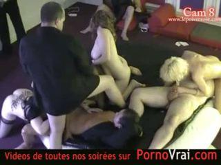 pornerbros camera espionne vestiaire douche