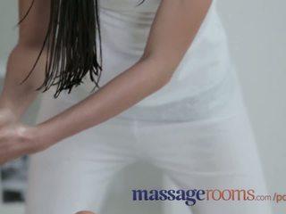 Masáž rooms skvostné lesbičky mať oily zábava a intense g-spot orgasms
