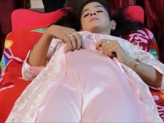 Akeli pyasi jawan bhabhi xxx desi bhabhi urdu adultère bollywood histoire 2