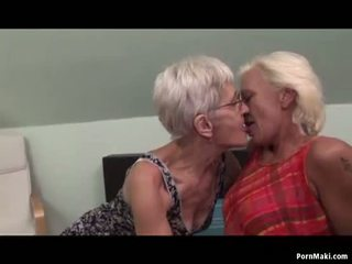 Lesbian nenek having menyeronokkan