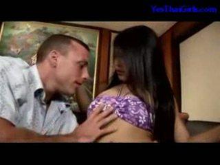Tailandesa gaja a chupar caralho getting dela cona fodido em o cama
