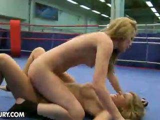 Nudefightclub هدايا cindy أمل vs sophie moone