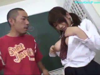 นมโต เด็กนักเรียนหญิง ใช้นิ้ว ตัวเธอเอง giving