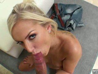 Taylor tilden stupéfiant blonde fille avec naturel seins doing pipe et gets chatte baisée
