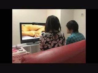 Mãe e filho a assistir porno juntos experimento 4