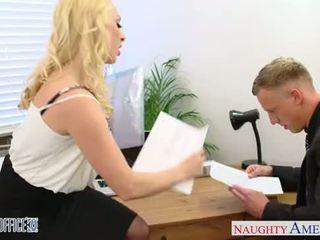 Blond victoria summers fahrt schwanz im die büro