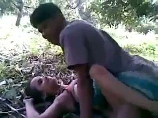 Индийски двойка чукане на открито