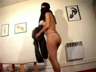 Kails arab meitene wearing hijab masturbates