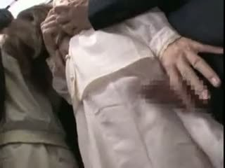 Innocent teengirl meraba oleh stranger di itu subway