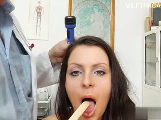 Sexy housewife oral sex orgasm