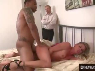 Blanca guy watches esposa follada por negra guy