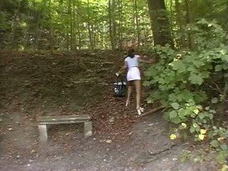 Skaistule piespiedu uz the park