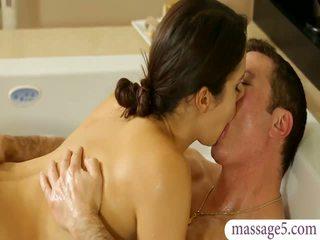 Mamalhuda masseuse valentina nappi gives massagem e fodido
