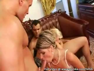 Ungherese hotties in sexy suits donna omosessuale fuori hardcore con vetro dildos