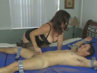Tickle セックス: フリー ママ & 成熟した ポルノの ビデオ 67