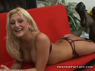 Stacy thorn posities in underware vervolgens gets haar een hole geboord