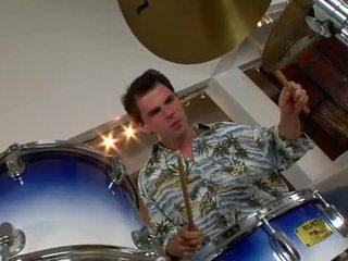 Kara novak bangs o drummer