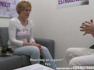 成熟 捷克語 女人 squirting 同 estrogenolit