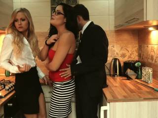 Los Consoladores - Hungarian Babes in a Hot FFM...