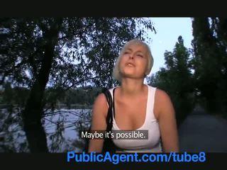 Publicagent zakar/batang menghisap pendek gadis dengan si rambut perang rambut
