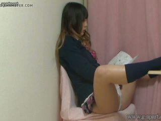 जपानीस स्कूलगर्ल मास्टर्बेटिंग जबकि reading एक हेंटाई