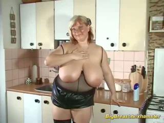 Môj extrémne veľký prírodné breast mama alone na domáce: porno d7