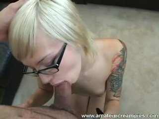 Young fit pirang emma mae squeezes out the cum from her freshly fucked burungpun