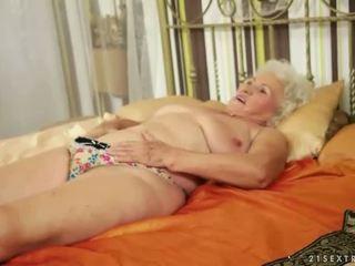 Lusty grandmas përmbledhje