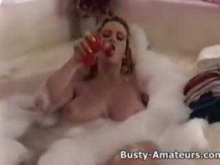 Busty Heather Playing Her Pussy on Bathtub: Free Porn 5a