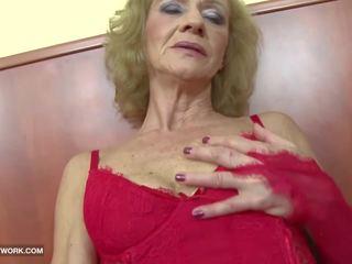 Starprašu porno - vecmāmiņa likes tas rupjības gets anāls.