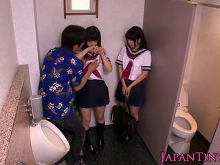 صغيرتي اليابانية schoolgirls الحب threeway