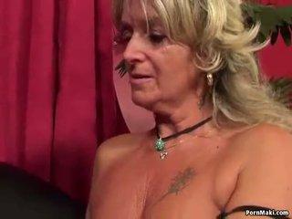 Γιαγιά having πρωκτικό σεξ με γαμήσι μηχανή