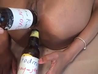 PUSSY PLAY WITH BOTTLES